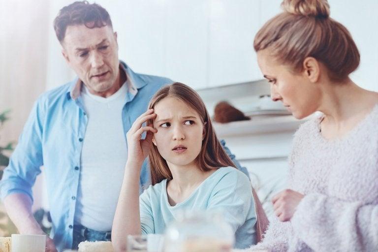 Cómo saber si tu hijo adolescente te está mintiendo