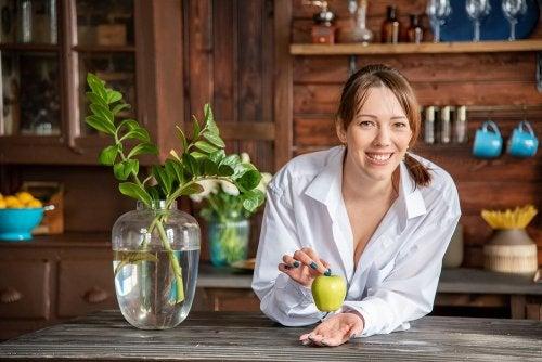 Cómo calmar las agruras con manzana: 3 remedios caseros
