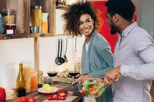 Cocinar en pareja: ¿cuáles son sus beneficios?