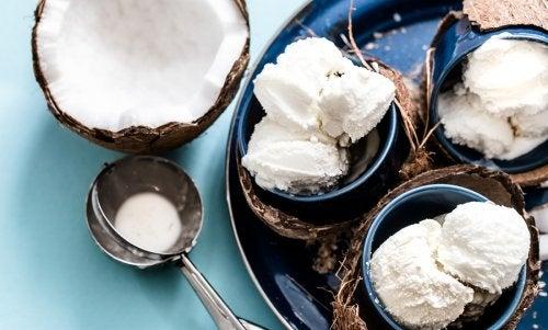 Cómo preparar un helado de coco sin lácteos