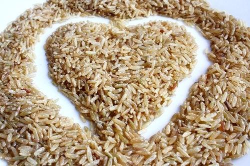 Ensalada de arroz integral: deliciosa y baja en calorías