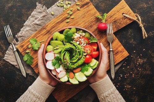 5 ensaladas con aguacate que te gustará probar