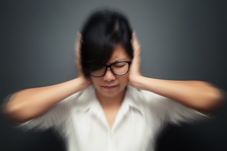 5 hábitos que pueden desencadenar crisis de migraña