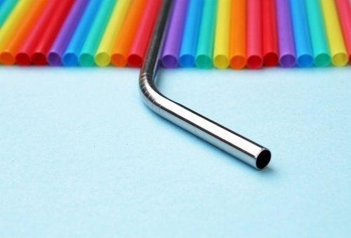 Pajitas de metal: una alternativa para reducir el plástico