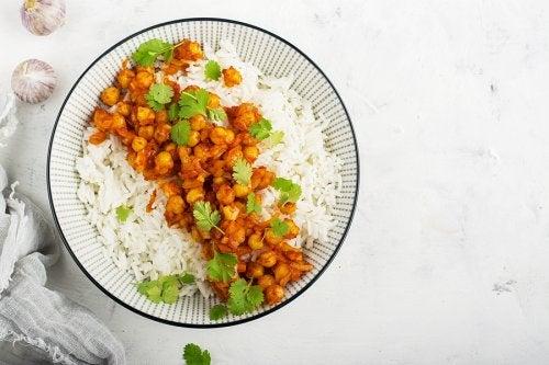 Cómo hacer curry de garbanzos con arroz basmati