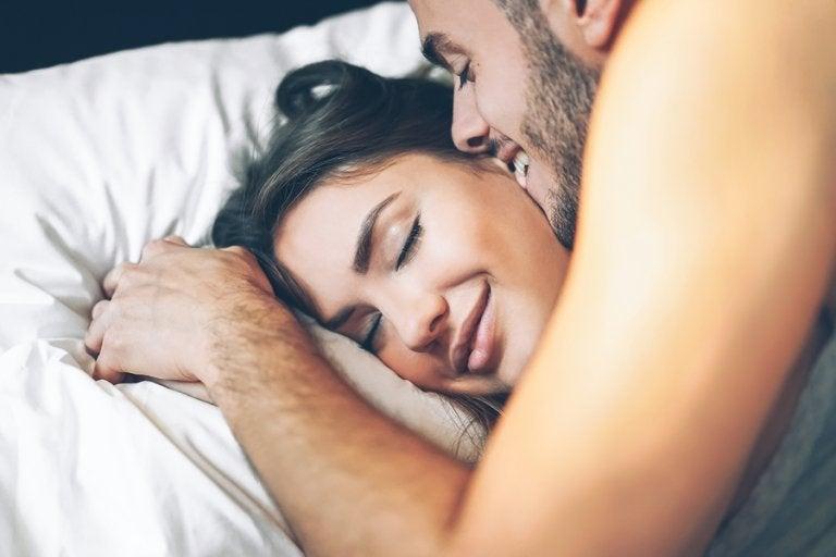 El sexo matutino: ventajas y consejos para practicarlo