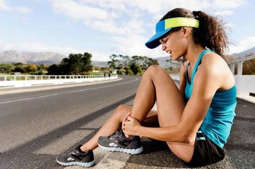 Síntomas y tratamientos de una distensión muscular