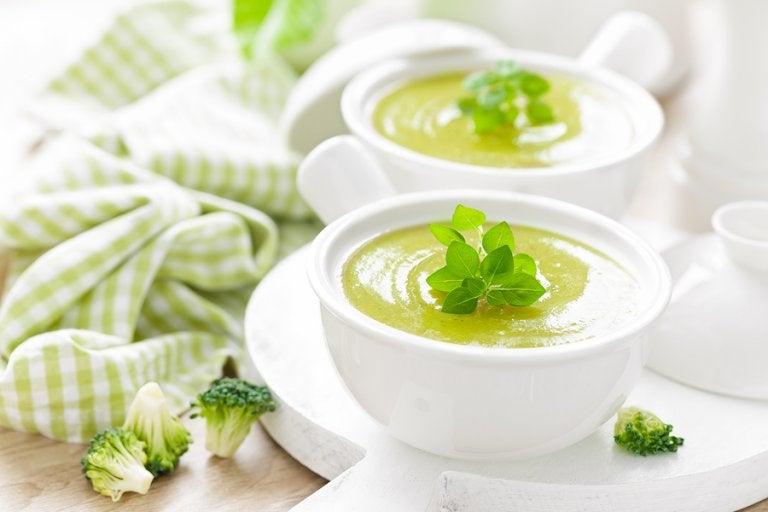 5 sopas frías de vegetales que debes incluir en tu dieta