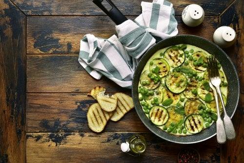 Tortilla de calabacín jugosa y vegana