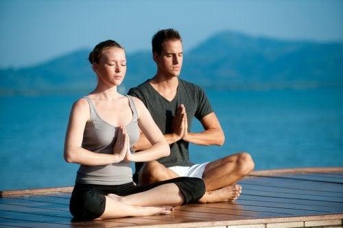 Yoga en pareja para fortalecer la relación
