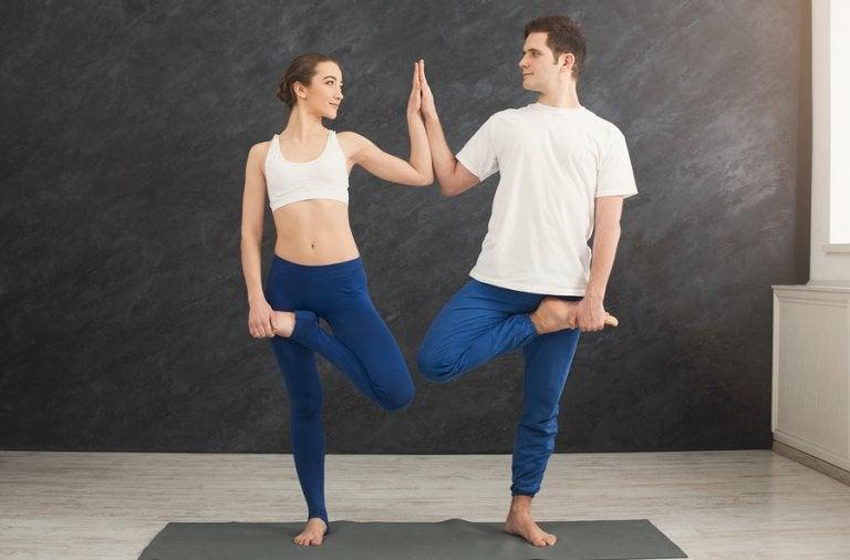Yoga para parejas: una forma de fortalecer su relación
