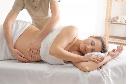 4 beneficios del masaje prenatal