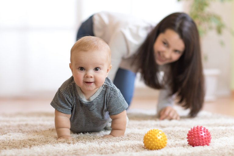 5 claves para animar a tu bebé a gatear