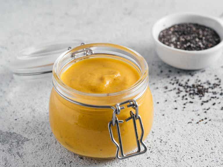Cómo hacer una mayonesa de ajo y cúrcuma