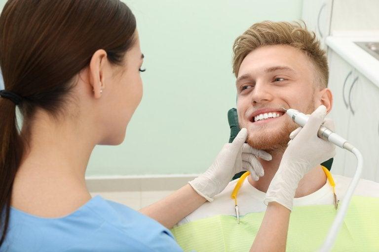 ¿Cómo quitar el sarro de los dientes? 4 consejos