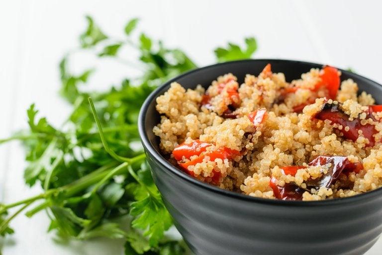 Ensalada de vegetales asados con quinoa