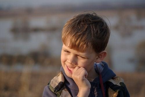 Estrategias para que tu hijo deje de morderse las uñas