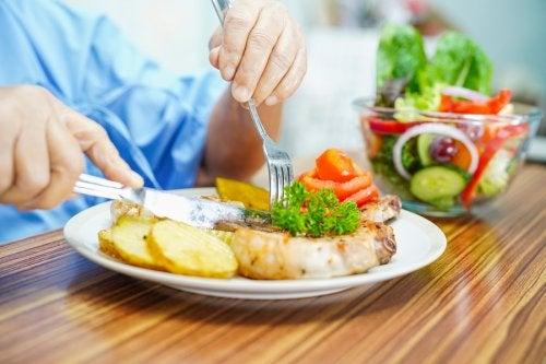 Restricciones alimentarias para los pacientes neutropénicos