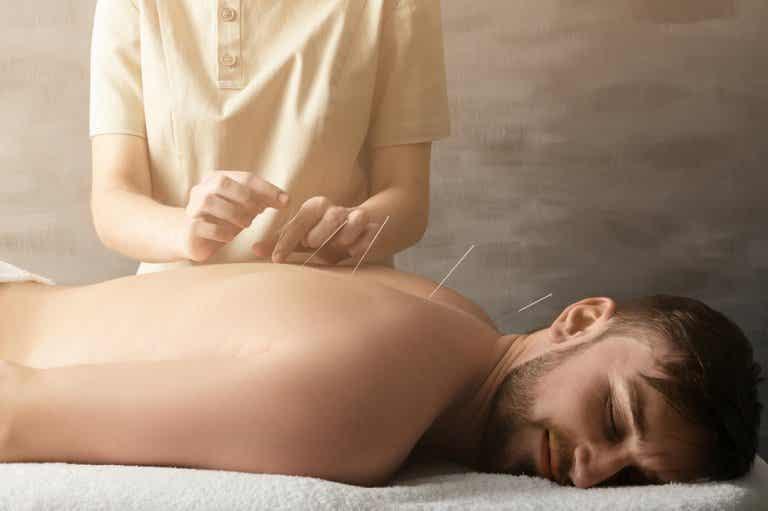 ¿Cómo ayuda la acupuntura a tratar el dolor articular?