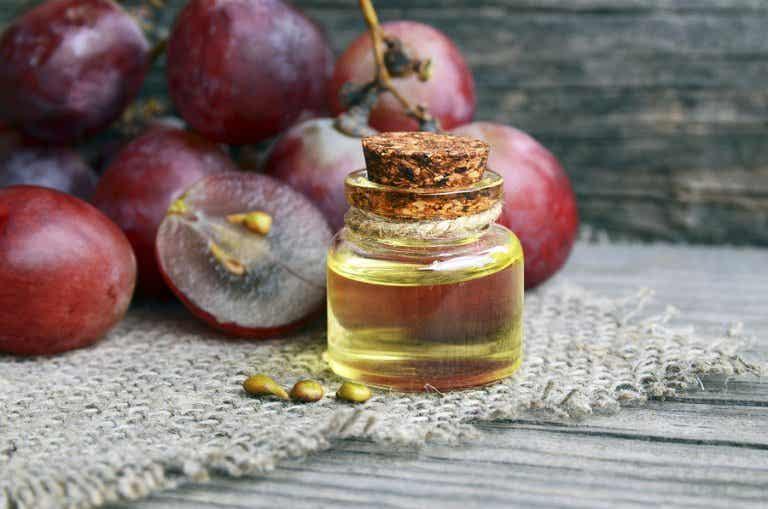 Aprende a preparar una crema antiarrugas nocturna con aceite de uva