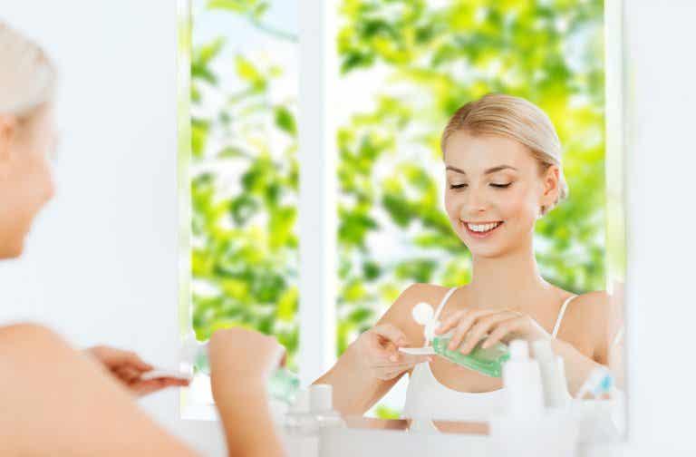 5 aceites esenciales que puedes añadir a tu tónico facial