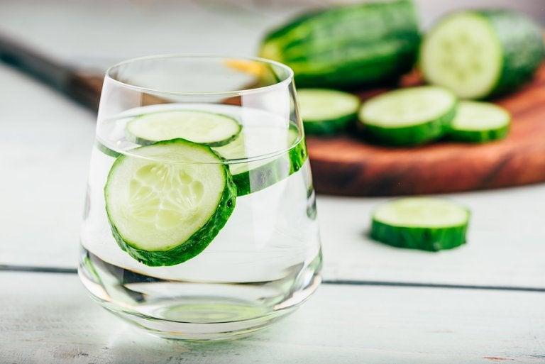 Agua de pepino para la retención de líquidos: beneficios y receta