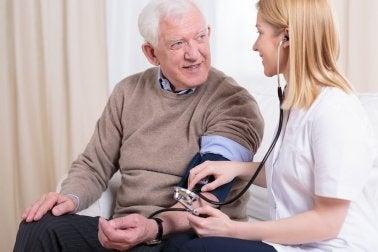 Controlar la hipertensión arterial: más allá de la sal