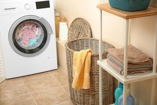 ¿Cómo quitar el olor a humedad de las toallas?