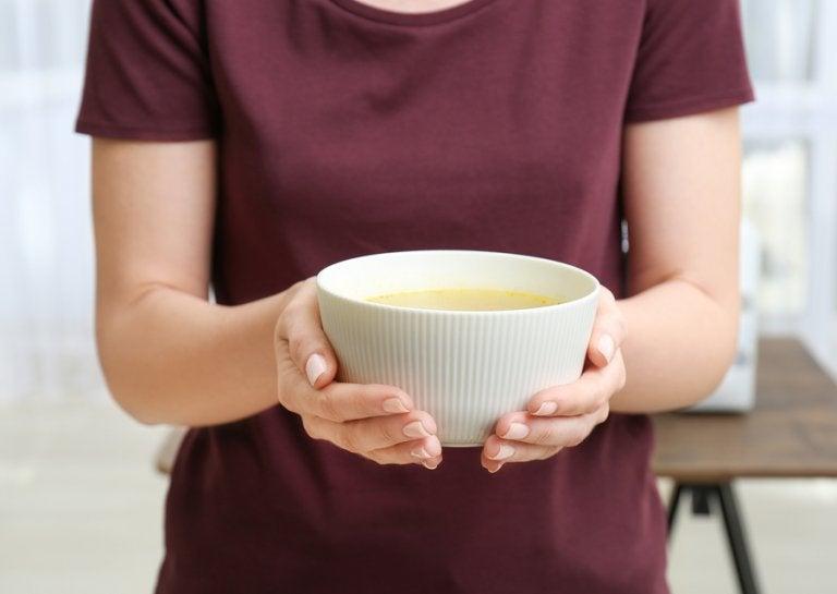 Crema fría de almendras con uvas y melón, una receta refrescante