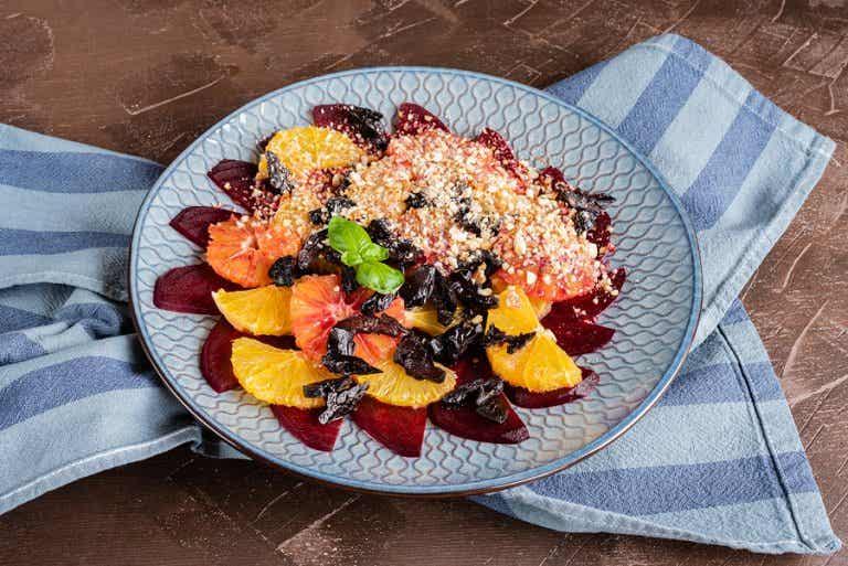 Ensalada fresca de cítricos, dátiles y almendras
