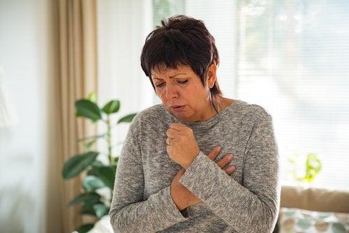 Tos crónica: síntomas, causas y tratamiento