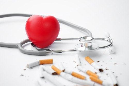 El tabaco sobre el corazón, ¿cómo le afecta?