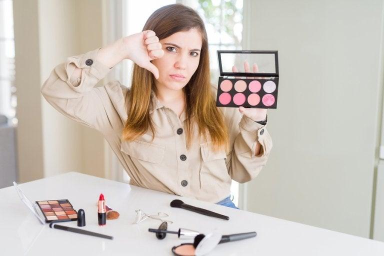 ¿Los cosméticos pueden irritar la piel?