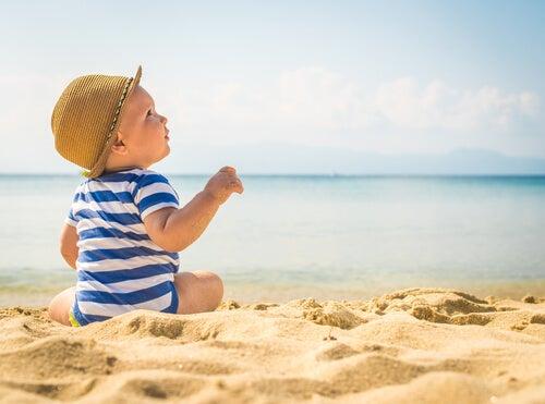 Cómo proteger a los niños de las olas de calor: alarmas y consejos