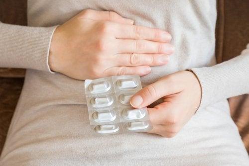 Antibióticos: ¿es necesario tomar un protector de estómago?