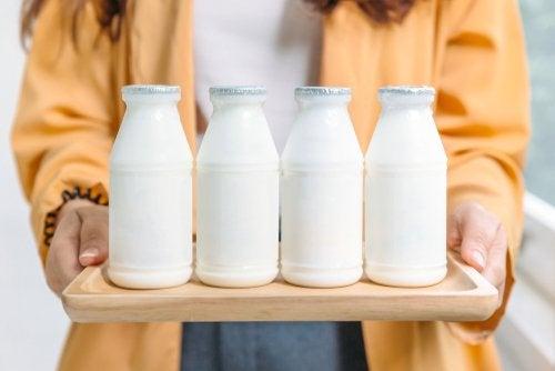 ¿Qué son mejores: los lácteos enteros o desnatados?