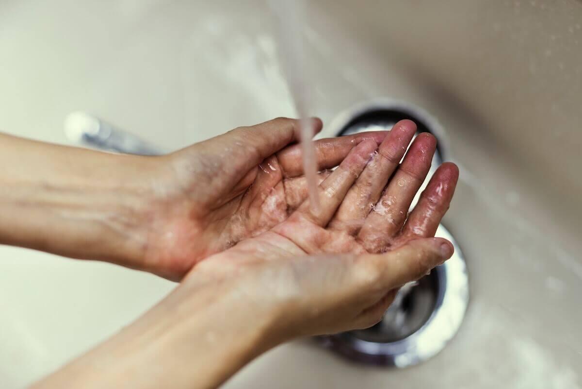 lavado de manos con agua