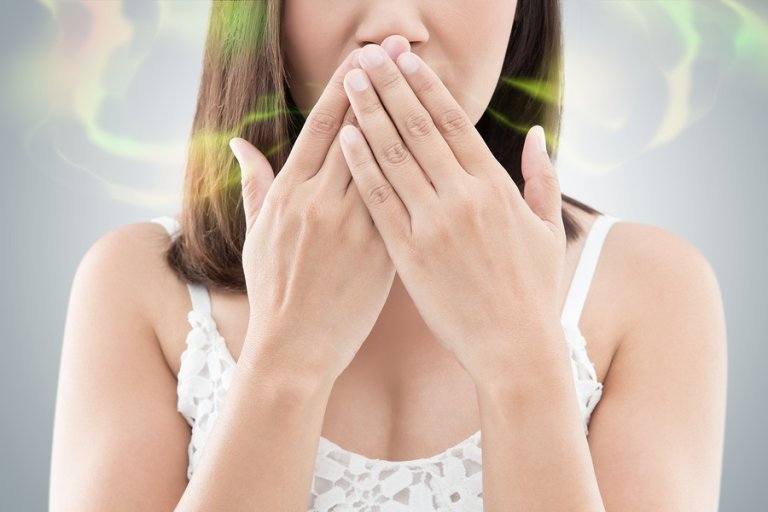 ¿Cómo evitar el mal aliento y la boca seca?