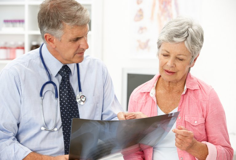 Osteoporosis posmenopáusica: causas y tratamiento